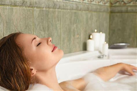 how to take bath in bathtub 5 reasons you should take a bath