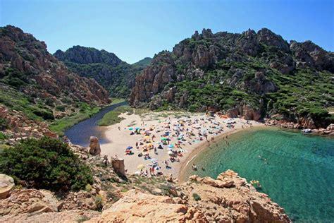 lavorare in francia con carta di soggiorno italiana spiaggia li cossi costa paradiso
