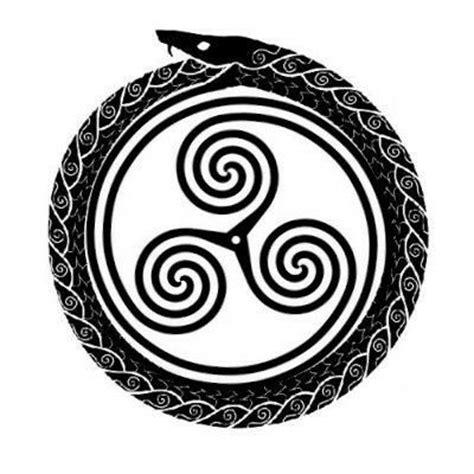 uroboro tattoo pinterest 1000 ideias sobre tatuagem triskele no pinterest