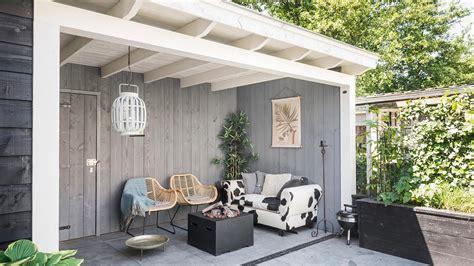 tuinhuis wit met grijze deuren styling een extra tuinkamer inrichten puur styling