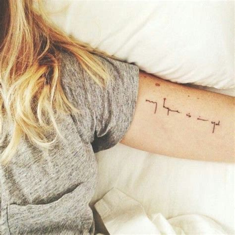 tattoo fonts minimalist 25 best ideas about onder de arm tatoeages on