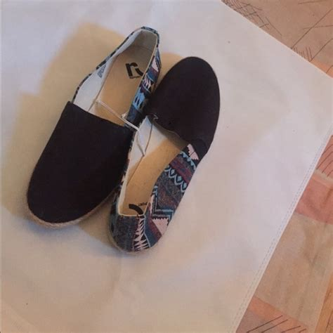 85 report shoes report canvas slip on siracha wm s