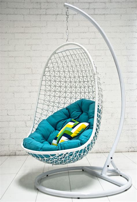 Hanging Reading Chair by 33 Awesome Outdoor Hanging Chairs Digsdigs