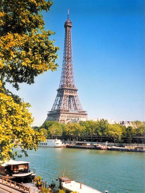 D E Tour la tour eiffel les monuments historiques de