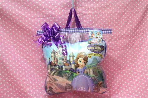 Hadiah Bantal Bantal Kado 25 jual bantal custom 30x30cm souvenir ulang tahun anak