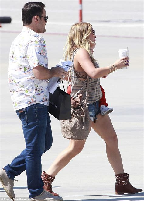 Termurah K 884 Bunga Flower Bralette Tank Top Tally hilary duff puts toned legs on display as she and family jet on a plane