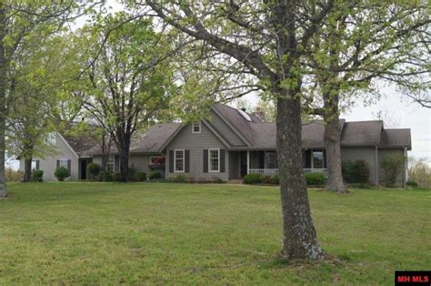 home in town for sale in yellville ar mountain and ski homes for sale in yellville arkansas beaman realty