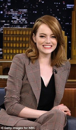 emma stone daily mail emma stone finds jimmy fallon confusing during his singing
