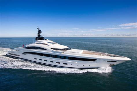 yacht  lusso tre anteprime crn al monaco yacht show