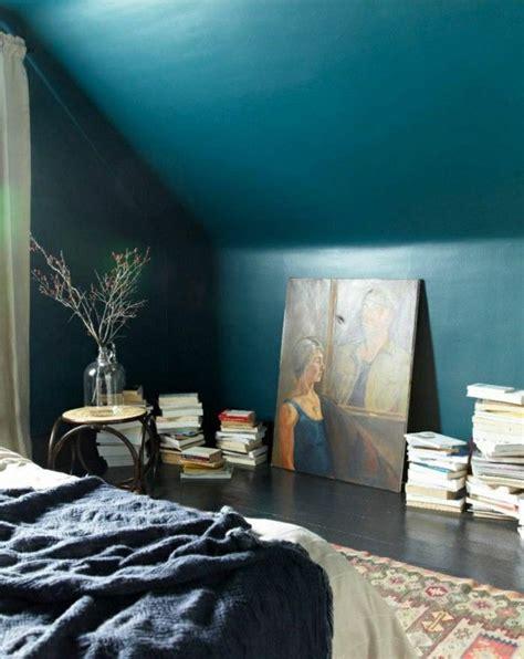 schlafzimmer dachschräge farbe wandfarbe petrol 56 ideen f 252 r mehr farbe im interieur