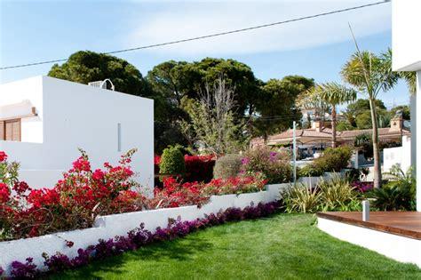 plantas para jardin mediterraneo un jard 237 n con vistas dise 241 o de jard 237 n mediterr 225 neo en