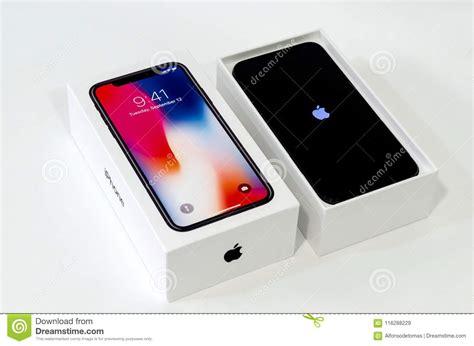 iphone x d apple dans la bo 238 te avec le logo de pomme image stock 233 ditorial image du