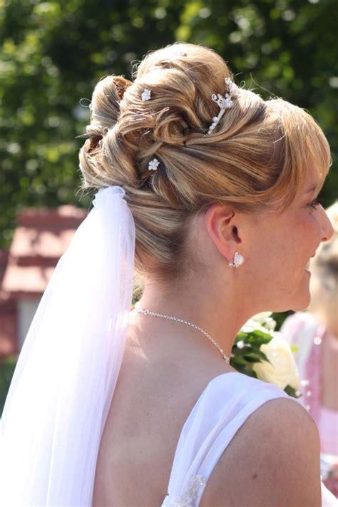 Hochzeitsfrisur Diadem Schleier by Heiraten Mit Diadem Die Perfekte Erg 228 Nzung Zum Schleier