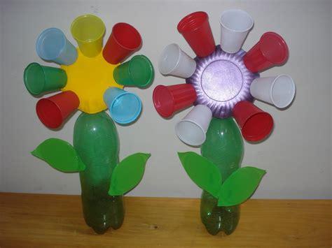 como hacer un trabajo manual de reciclaje flores con vasos descartables material de aprendizaje