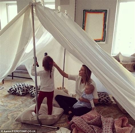 how to make a tent in your living room hollynolly ivanka arabella and baby joseph are three happy cers as they snack on s