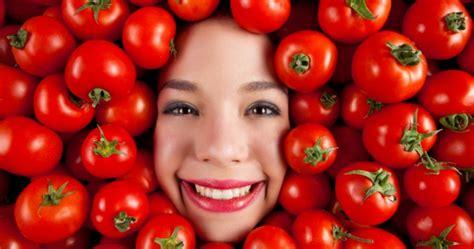 membuat masker tomat  kesehatan  kecantikan wajah
