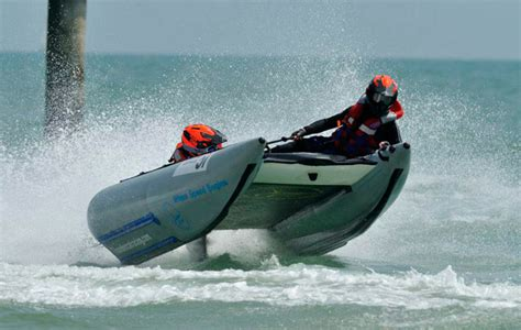 motor boats for sale bournemouth thundercat racing heading to boscombe beach motor boat