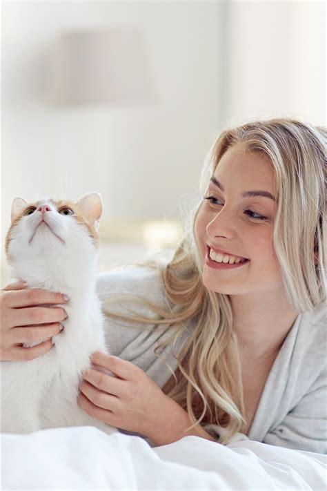 wallpaper happy blonde girl  cat  bed  hd