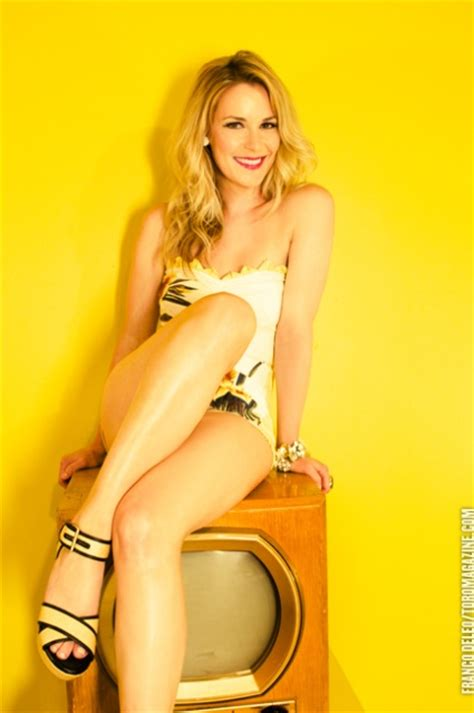 nude-pics-renee-young-dick