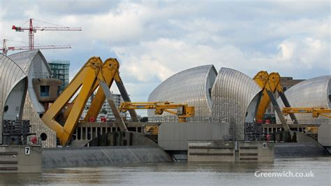 thames barrier centre thames barrier closes to protect london from flooding