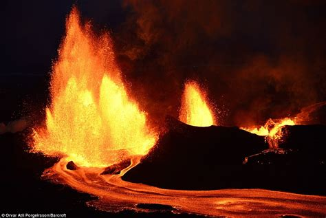 stunning pictures of bardarbunga erupting days after