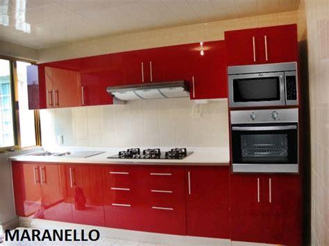 imagenes de cocinas integrales rojas foto hermosa cocina roja al alto brillo de cocinas y