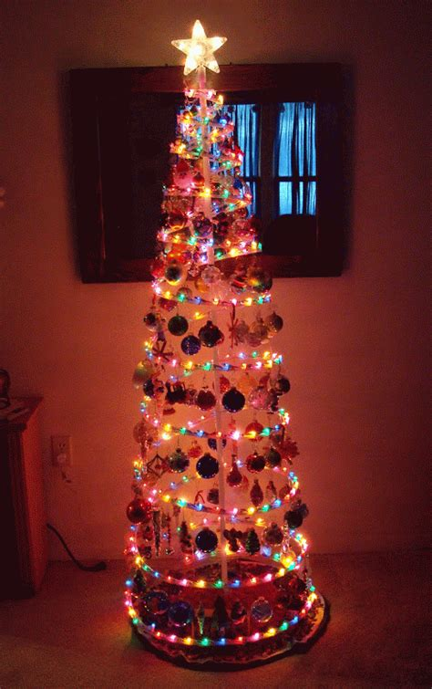 dly s hooks and yarns christmas tree done