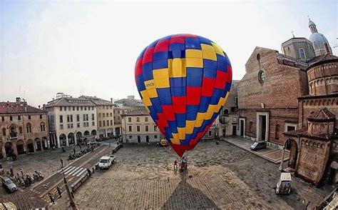 palloni volanti palloni volanti foto giorno corriere veneto