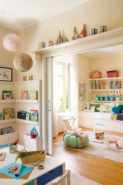 a beautifully organized living room just a girl and her blog ideas para una habitaci 243 n para dos hermanas