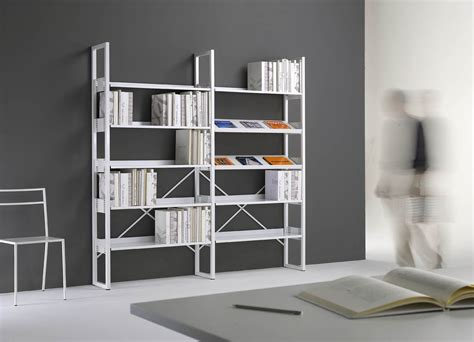 scaffali moderni arredare una biblioteca con mobili metallici emme italia