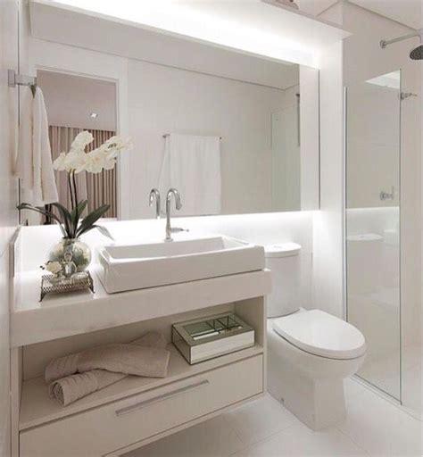 decoração de banheiro pequeno todo branco die besten 25 decora 231 227 o banheiro todo branco ideen auf