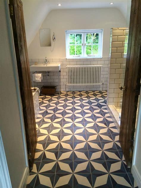 En suite bathroom fired earth Evora tiles   ?AZIENKI w