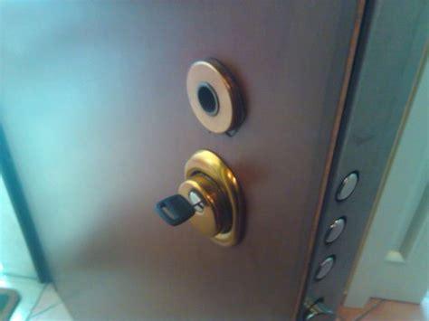 come si monta una porta blindata conversione della serratura per porta blindata legnano