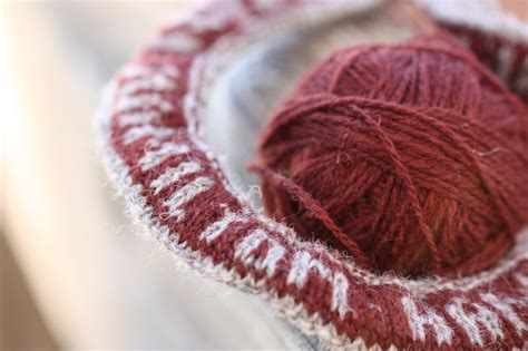 how to knit colorwork fair isle knitting or colorwork what is the difference