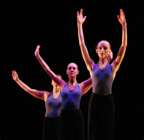 Modern Contemporary by File Modern Dancers 1 Jpg Wikimedia Commons