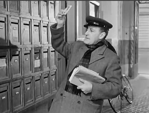 contratto portiere di condominio cessato il rapporto di lavoro il portiere deve lasciare l