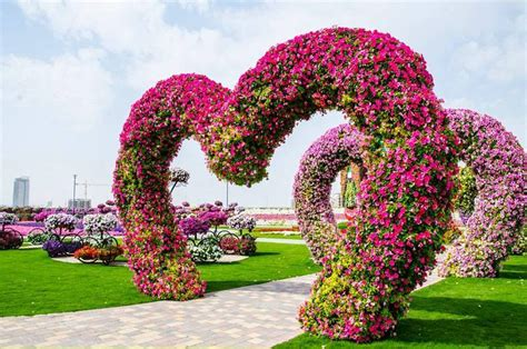 6 Amazingly Beautiful Gardens Around The World Beautiful Flower Garden In The World