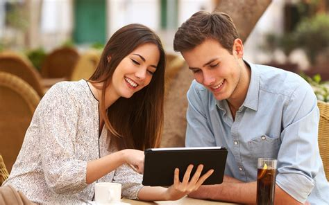 couple wallpaper hd for tab happy couple with tablet phone nice wallpapers new hd
