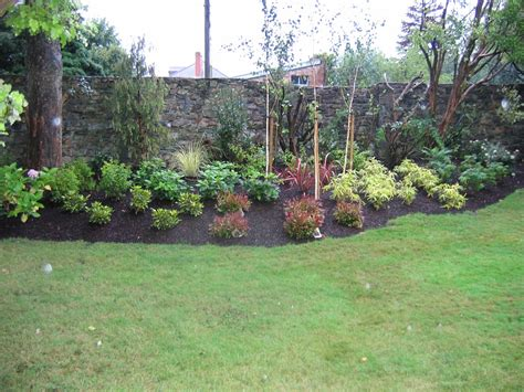 shrub garden design ideas sloping garden ideas gravel stones shrubs trees 1000