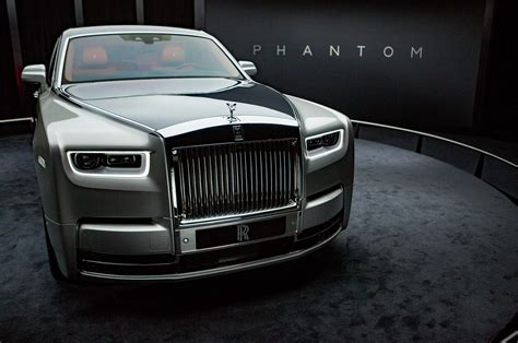 roll royce 2018 rolls royce phantom first look motor trend