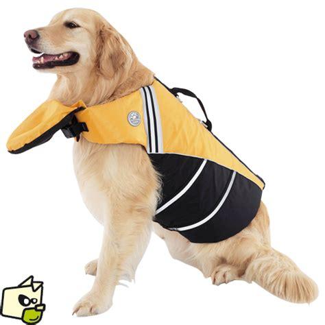 canapé pour chien grande taille gilet de s 233 curit 233 224 l eau et de sauvetage pour chien en mer