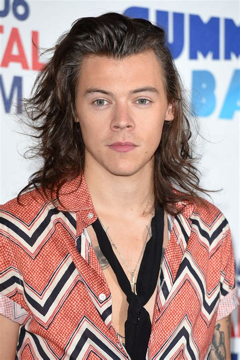 harry styles celebrity biography and photos on glamour