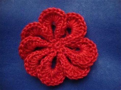 fiore semplice all uncinetto fiore all uncinetto con spiegazione crochet flower