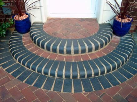 landscaping ideas  rounded front door step  single