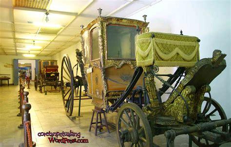 Kain Jarik Pohon keraton kereta raja di museum
