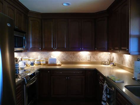 Lighting Fixtures For Kitchen Cabinets by Cabinet Lighting Options Designwalls
