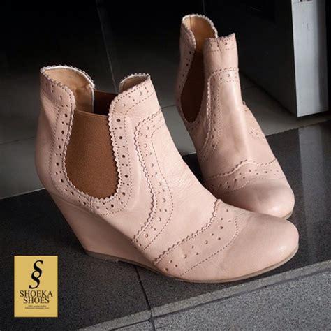 Sepatu Wanita Cantik Dan Bergaya Sepatu Wedges Hitam 1 model sepatu wanita yang cocok untuk tilan sehari hari