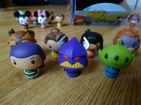 review unboxing funkos  disney pint size heroes figures   magic