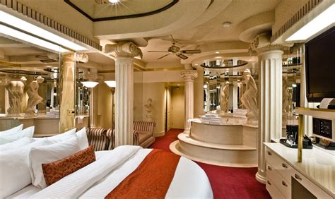 themed hotel rooms edmonton roman theme fantasyland hotel west edmonton mall