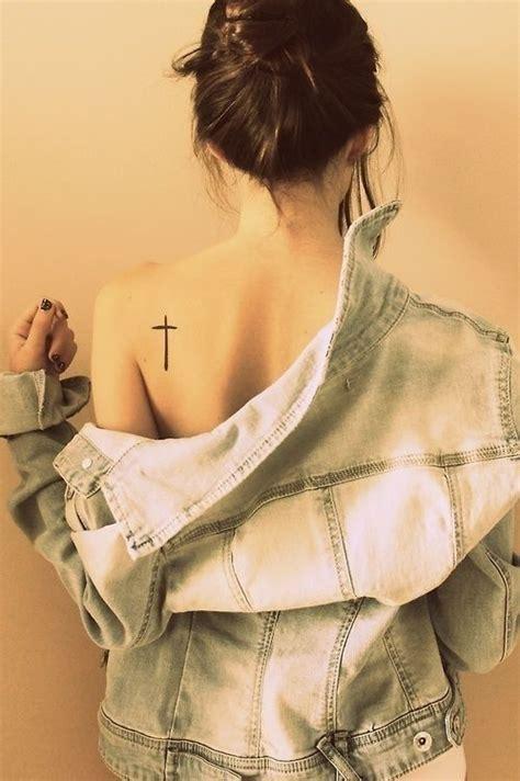 hot tattoo placement cruz costas girl tatuagens femininas escritas e